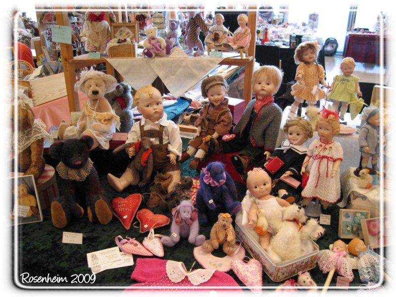 Unter den vielen vielen Puppen waren auch so manche Bären, die sich ...